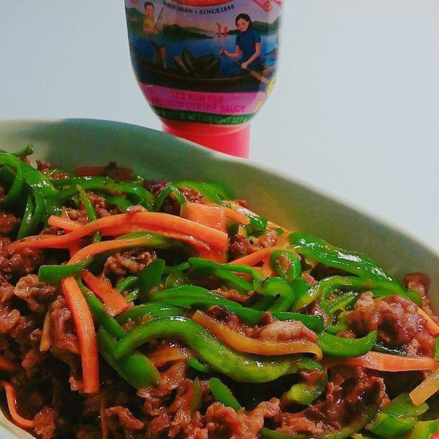 ⭐⭐#晩ご飯#青椒肉絲  この#オイスターソース  が一番#好き やな! #人参 バージョンで(^w^) * #香港のお友達 がいつも#お土産  にくれます!#ありがとう * #香港 #牡蠣#チンジャオロース #おうちご飯 #晩ごはん #ピーマン #肉 #牛肉
