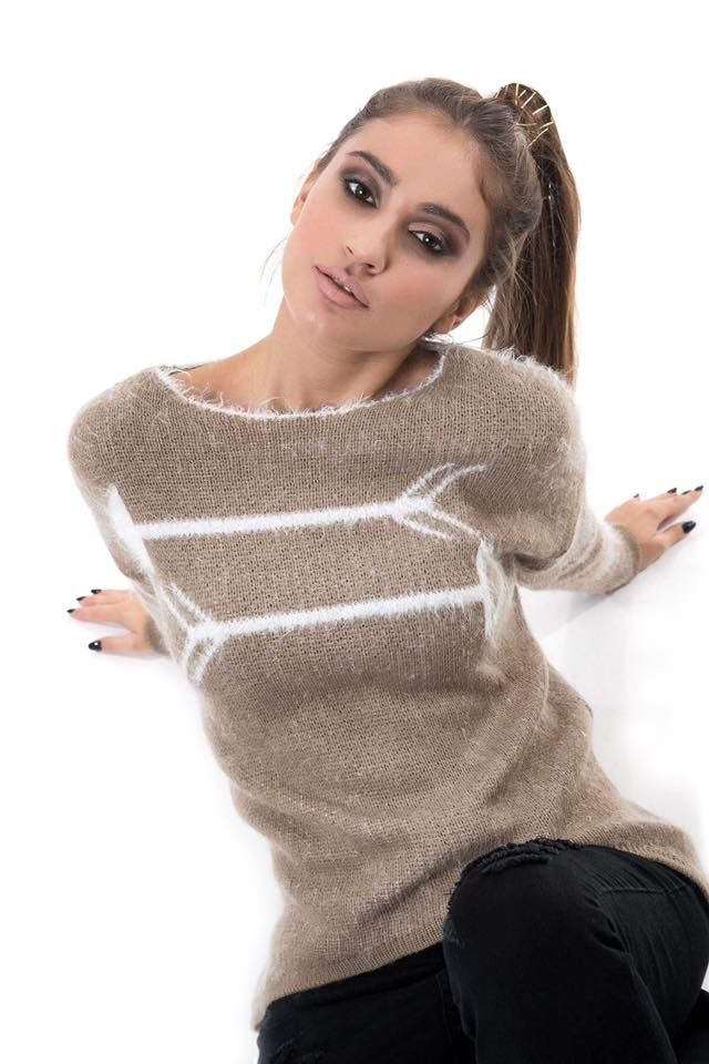 Knitted blouse with round open neck. Fluffy super soft touch. Asymmetric hem and long sleeves. 50% Acrylic. 30% Polyester. 20% Nylon. Made in Italy.
