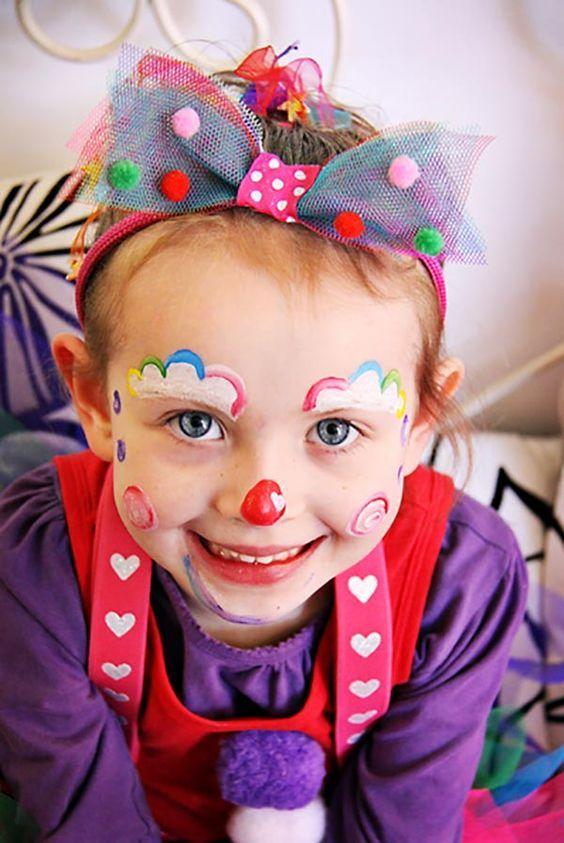 Cómo hacer un maquillaje de payaso paso a paso. Maquillaje de Halloween para niños, ideas para realizar el mejor maquillaje infantil de payaso.