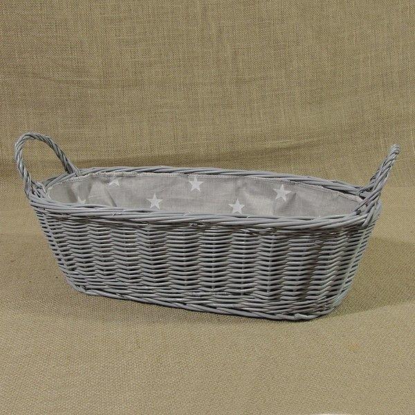 Szary wiklinowy koszyk z uszkami wyściełany materiałem w kol. szarym z białymi gwiazdkami