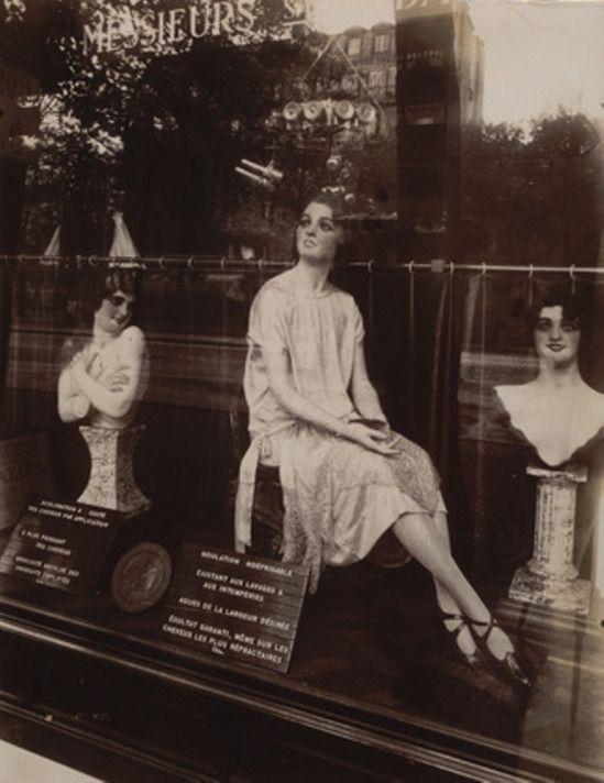 Eugène Atget. Coiffeur, avenue de l'Observatoire 1927