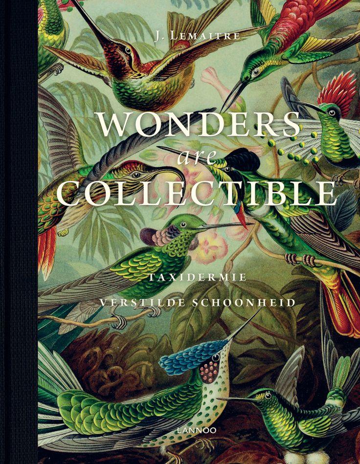 Er is een revival van vlinders en kevers op speldjes, opgezette kuikentjes en vossen. Dieren in hun taxidermische vorm duiken vandaag overal op, van chique appartementen tot luxueuze boetieks. Musea stoffen hun taxidermie-collecties af, terwijl hedendaagse artiesten nieuw leven blazen in deze kunstvorm - denk maar aan Damien Hirst, Koen Vanmechelen of Wim Delvoye. Dit boek is een Wunderkammer op zich. De mooiste afbeeldingen van dieren en mythes. De wonderbaarlijkste interieurs en meest…