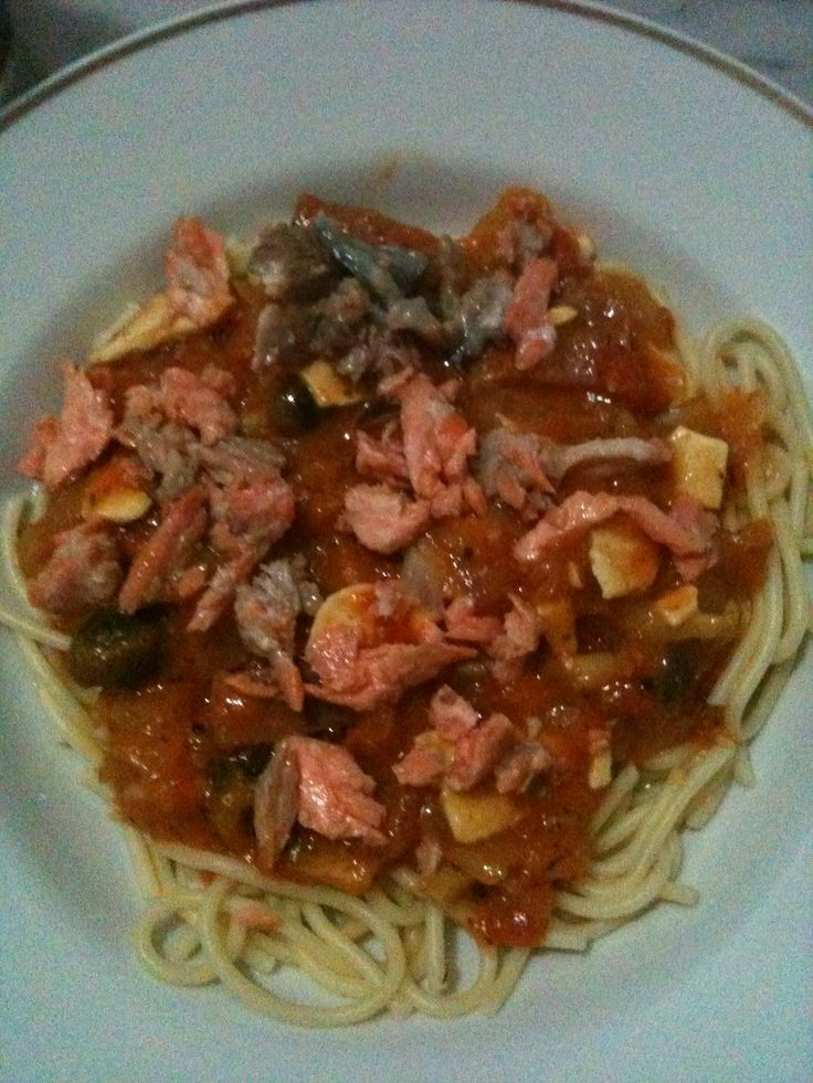 Salmon tomatoes souce spagetti