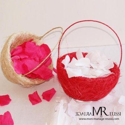 Panier rouge en sisal mignon et pratique pour y disposer les pétales de roses à lancer à la sortie de l'église. En phase avec les traditions du mariage ou pour plus d'originalité optez pour les flacons bulles.