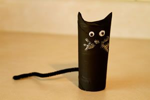 Fun #halloween craft for kids that also makes a not-so-scary decoration.