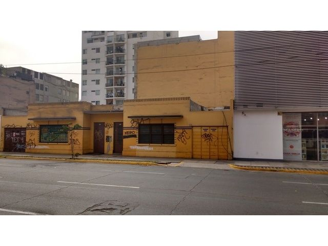 Vendo casa como terreno, papeles en reglaParámetros para 17 pisos ubicado estrategicamente cerca a colegios, Centros comerciales, zona de alto transito ...