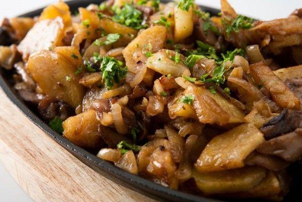Жареные грибы с картошкой: классический рецепт. Видео ...