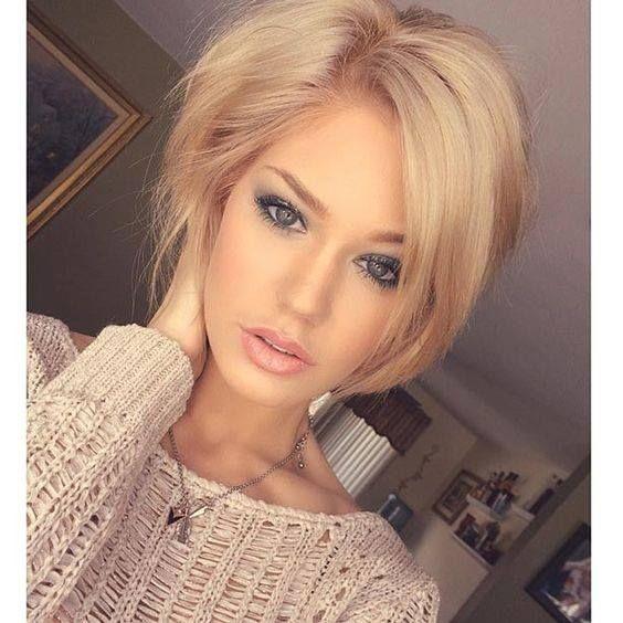 Οι άνδρες, λένε, προτιμούν τις ξανθές, ακόμη κι αν μερικοί στέκονται με δέος μπροστά στη θέα μιας μελαχρινής. Γιατί συμβαίνει αυτό;  Τα ξανθά μαλλιά, σε αντίθεση με την αυστηρότητα του στυλ των μελαχρινών γυναικών, κάνει το πρόσωπο να μοιάζει φιλικό, προσιτό, παιδικό και αθώο. http://www.konstantinosxatzis.com/xantha-mallia