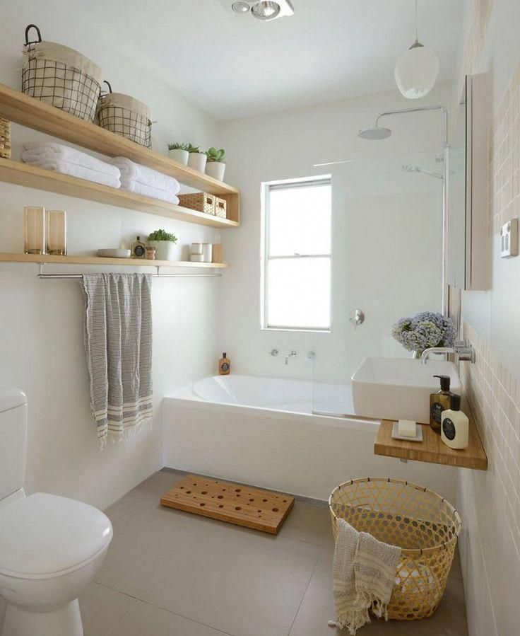 Guest toilet with bathtub in bright colors   – Living