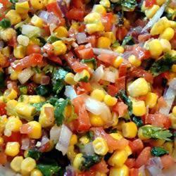 Maissalat mit Tomaten und frischem Koriander