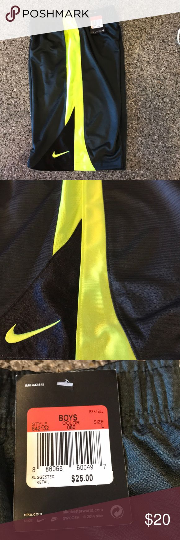 NWT BOY'S NIKE BASKETBALL SHORTS NWT BOY'S NIKE BASKETBALL SHORTS  NICE!🏀🏀🏀 Nike Bottoms Shorts