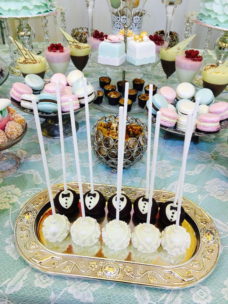 Bride&groom cake-pops