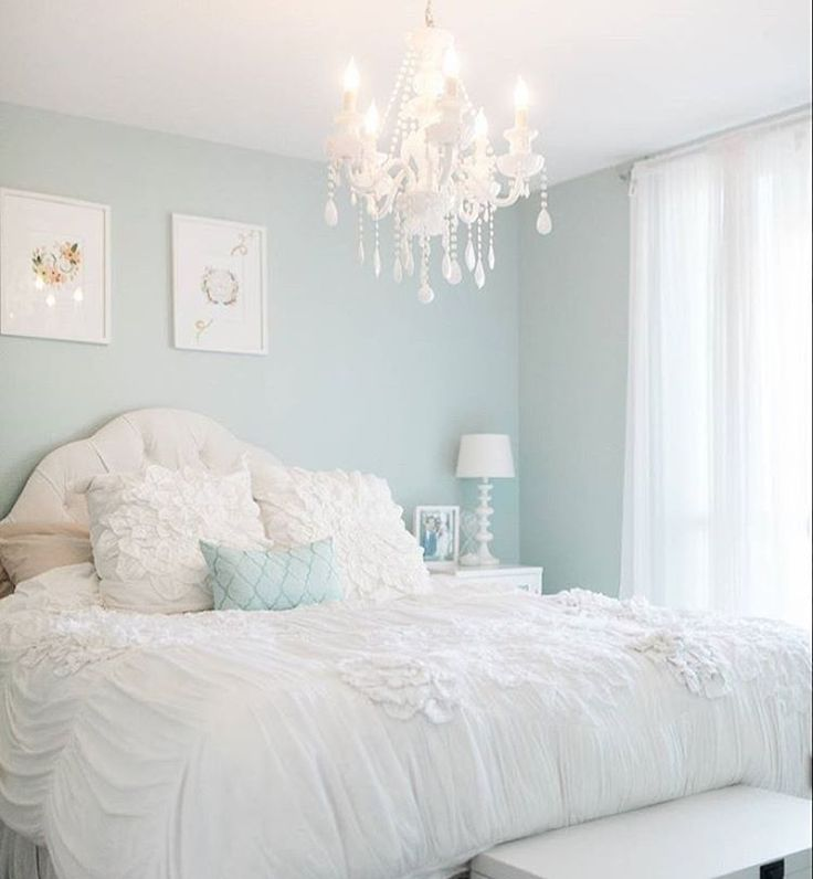 {#InspireLifestyle} Levanta a mão quem gostaria de se jogar nessa cama?  • Who wants to dive in this cozy bed?  #sonho #InspireBlog #casaedecoracao #homedecor #quarto #bedroom #regram @inspiredbythis | @krystelstacey' s room | Photo: @bryanmillerphoto
