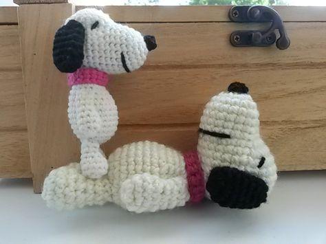 今回はかぎ編みで作るスヌーピーのあみぐるみの無料編み図をご紹介したいと思います。スヌーピーの特徴は目なので、ちゃんとタレ目になるよう...