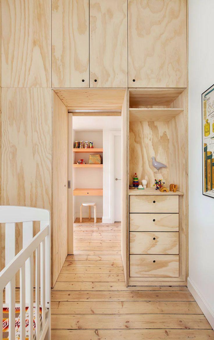 Встроенный шкаф из мебельного соснового щита
