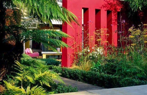 Colores Para Las Paredes Del Patio O La Terraza Guia De Jardin Jardines Decoracion De Patio Exterior Jardineria