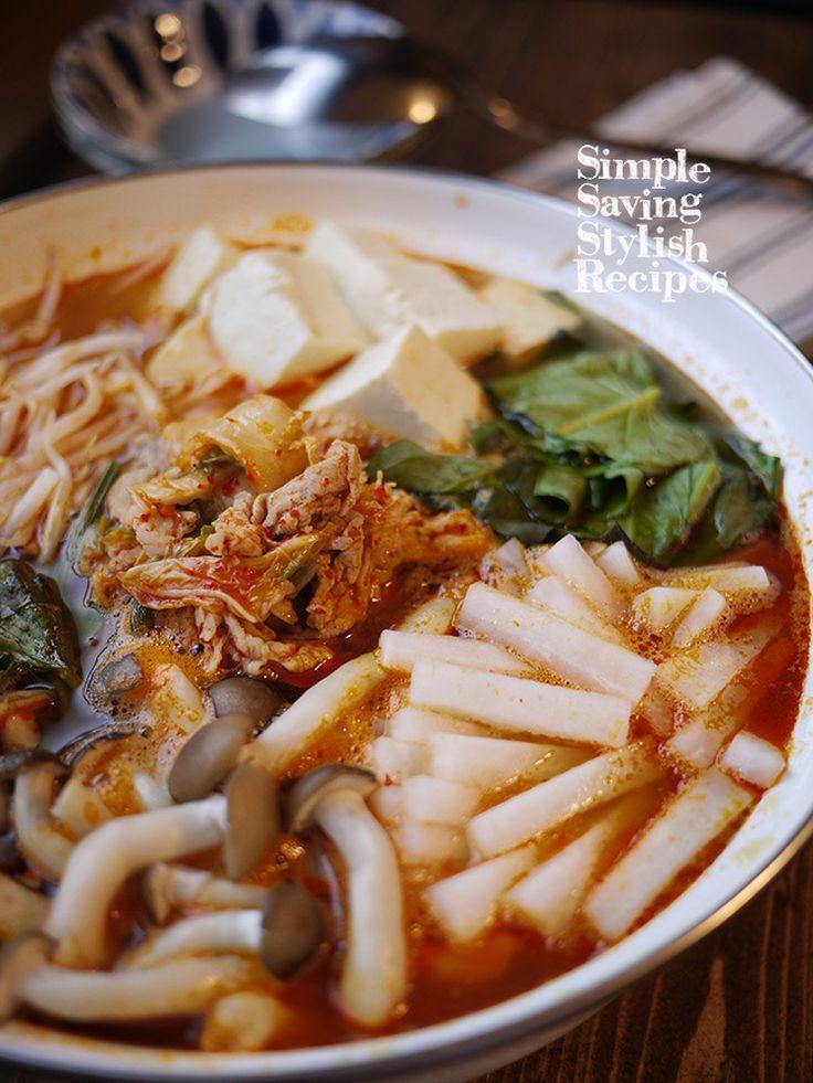 専用お出汁要らず!旨味がUPな我が家の豚キムチ鍋 by SHIMA / 我が家の豚キムチ鍋は市販の専用お出汁を使わずにつくります。ちょっと一手間で旨味と香ばしさとともにお買い得な豚コマが一気にグレードアップ!とっても美味しい基本の豚キムチ鍋のお出汁のできあがり♪他、具材はお好みのお野菜やお豆腐を一緒に〜 / Nadia