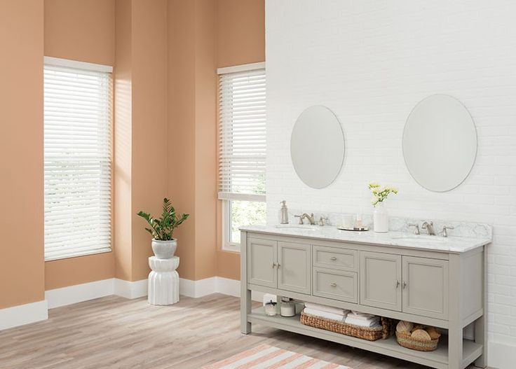 Do you want the look of real wood blinds but need something that can withstand moist environments—like your kitchen? Go for faux wood blinds. They come in a spectrum of colours, from white to deep dark wood finishes.