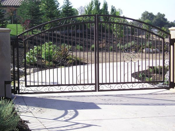 Pasadena Gate Company offers great prices on gate installation for all types of applications. From automatic driveway gates, to gates that keeps young children safe around the swimming pool area, Pasadena Gate Company is your number one local gate company.