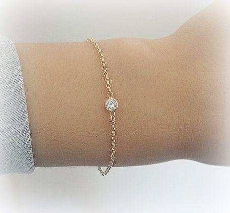 Bracelet porté : solitaire diamant CZ plaqué or blanc ou jaune sur chaîne en rhodié argent massif ou plaqué or jaune Gold filled
