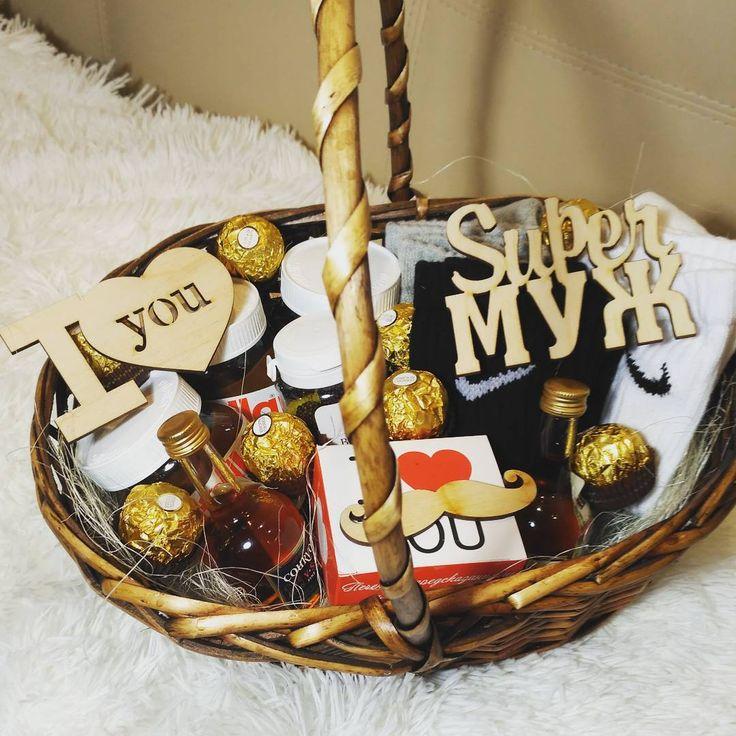 Подарок мужчине на 23 и 14 февраля. Для заказа пишите в директ.  #деньвлюбенных #14февраля  #23февраля  #подаркиручнойработы  #подарки #подарокмужу  #подарокмужчине #деньзащитникаотечества #алкоголь #носки #приятности  #любовь  Состав: 3 пары мужских носков Nike, 3 баночки nutella, 2 бутылки коньяка,  конфеты Ферейро Роше, сладкое лекарство для настоящих мужчин, печенье с предсказанием