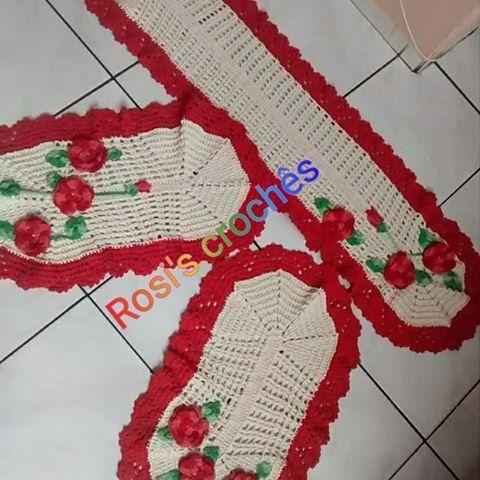 Jogo de cozinha roseta. 3 Peças: 1 Passadeira- 1,30 cm X 36 cm largura 1 tapete de fogao - 70 cm x 36 cm largura 1 tapete de geladeira - 70 cm x 36 cm largura #Croches #rosiscroches  #Roseta #Vermelho #Crú #Artesanato #JogoDeCozinha #TemQueTer #ProntaEntrega #enviamosparatodobrasil  #FeitoAMao