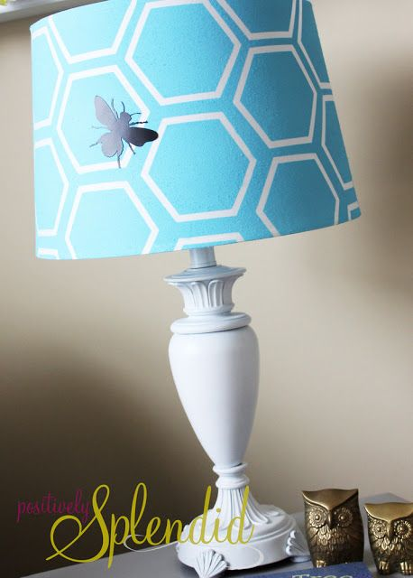 Honeycomb Table Lamp - Update a simple lampshade with spray paint!Sprays Painting, Table Lamps, Painting Lamps, Lampshades, Positive Splendid, Honeycombs Tables, Home Decor, Tables Lamps, Diy Projects