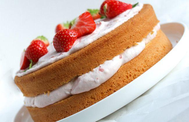 Het recept voor deze heerlijke aardbeien slagroomtaart staat op www.vertruffelijk.nl