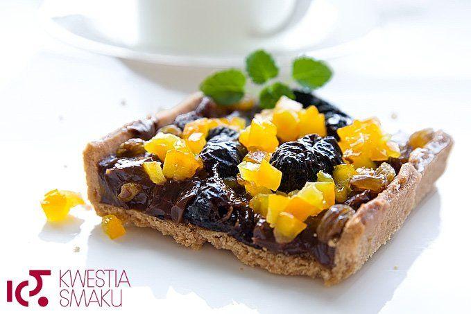 Mazurek czekoladowo-kajmakowy z suszoną śliwką