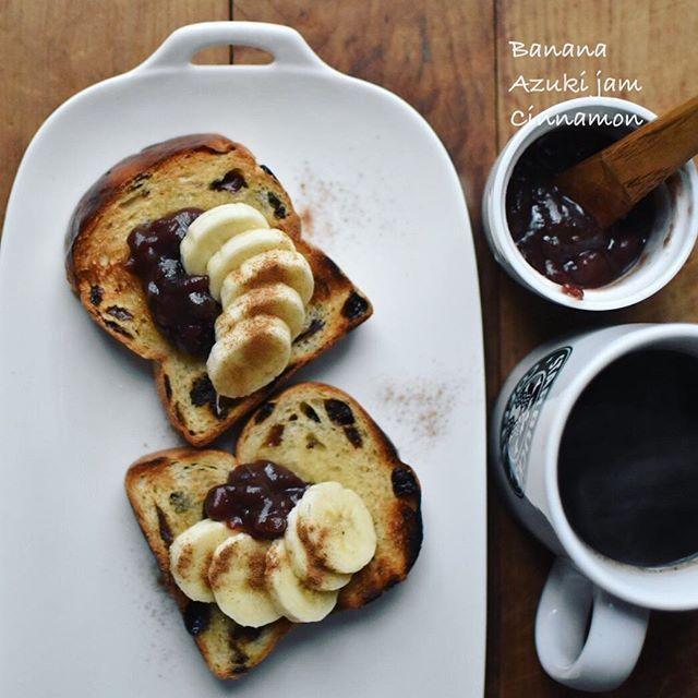 Todays The Banana Azuki Jam Toast あんバナナトースト レーズンパンにあんことバナナ ぱらっとシナモン振ると おしゃれなお味 すっきりしないお天気だけど 甘いものは元気をくれますね バナナ あずきあん シナモン 食べ物のアイデア レーズンパン 甘い