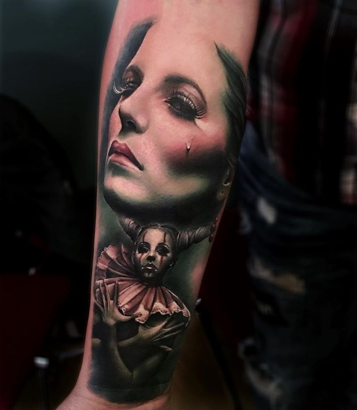 Sam Barber - a tattoo artist from UK, member of Pro teams from renowned tattoo brands such as the World Famous Tattoo Ink, InkJecta, H2Ocean and Dermalize Pro. She became world famous due to her atmospheric tattoo works in color and black and gray realism!