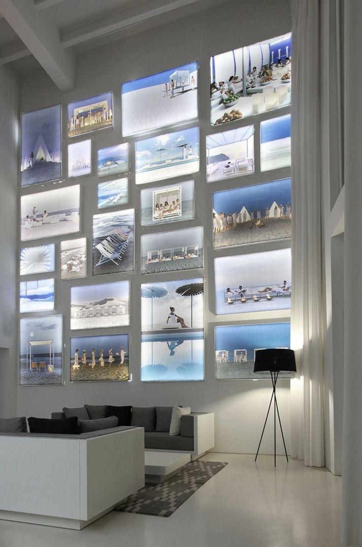Idee für die Wandgestaltung im Wohnzimmer - Beleuchtete Bilder