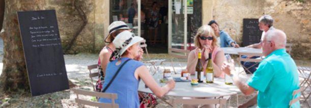 Venez découvrir nos pique-niques chics chez nous à Pézénas ou demandez-nous de venir chez vous. Seigneurie de Peyrat, organisateur de pique-nique chic partout en France #SeigneurieDePeyrat #PiqueNiqueChic