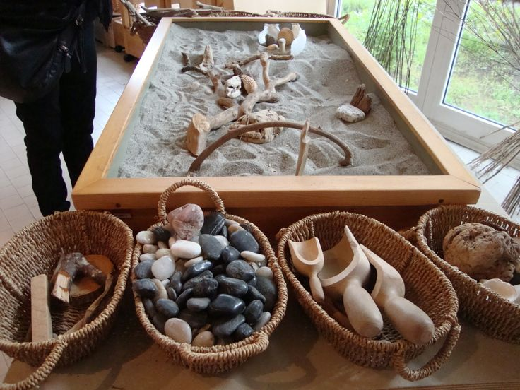 Nido a Pistoia. Beautiful display of tools and materials for sand table.