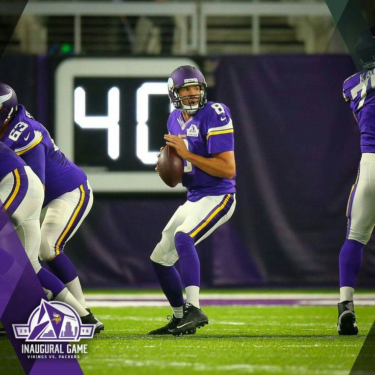 Sam Bradford's first #Vikings TD brings the score 7-7 in game with GB Packers