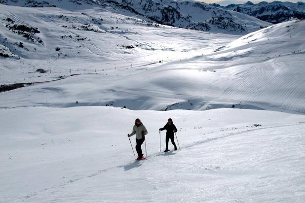 Descubre Beret con Era Escòla. Todos los jueves excursiones con raquetas de nieve.