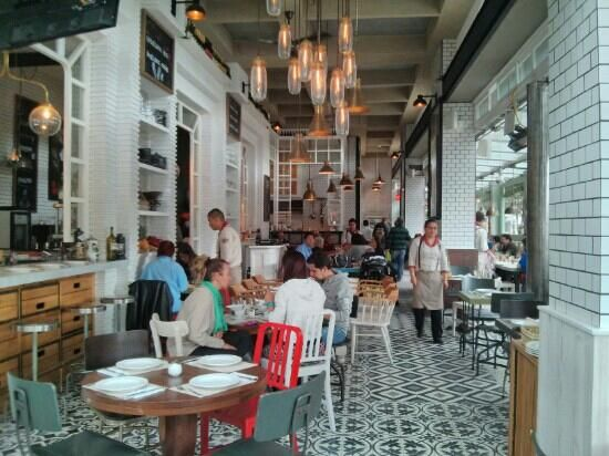 bruto restaurante bogota - Good food and music at night