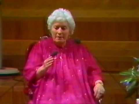 Doris Stokes - The Barbican 1986 (1/10)