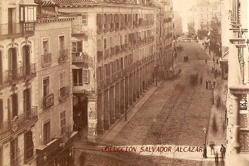 1872. Los soportales de la calle Mayor | Flickr: Intercambio de fotos