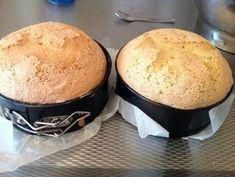 Wil je ook een luchtige en hoge biscuit voor je taarten? Voor bijvoorbeeld het maken van een slagroomtaart, buiktaart of andere ovale taarten? Hieronder vind je het recept! Wat belangrijk is, is dat de eieren goed op kamertemperatuur zijn. Deze mag je ook niet minder dan 10 minuten mixen, blijf door mixen tot je een dikke witte massa hebt. Daarnaast heb je voor dit recept geen bakpoeder of zelfrijzend meel nodig, alleen bloem. Als je dat wel zou gebruiken, dan zakt de kapsel in elkaar. Houd…