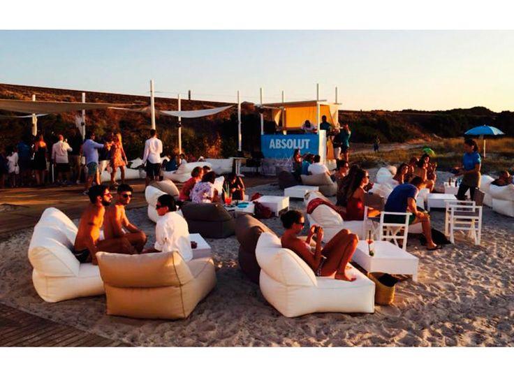 Vivara_Lounge-Club-Sessel_Pianosa_Chaiselogue_am_Strand_Event_Party_Leichtgewichte_mit_Outdoor-Acryl-Bezug_Polyethylen-Fuellung_wetterfest_16