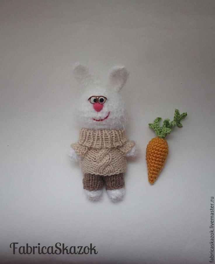 Купить Вязаная игрушка Белый зайчик с морковкой, вязаный крючком заяц - белый, заяц