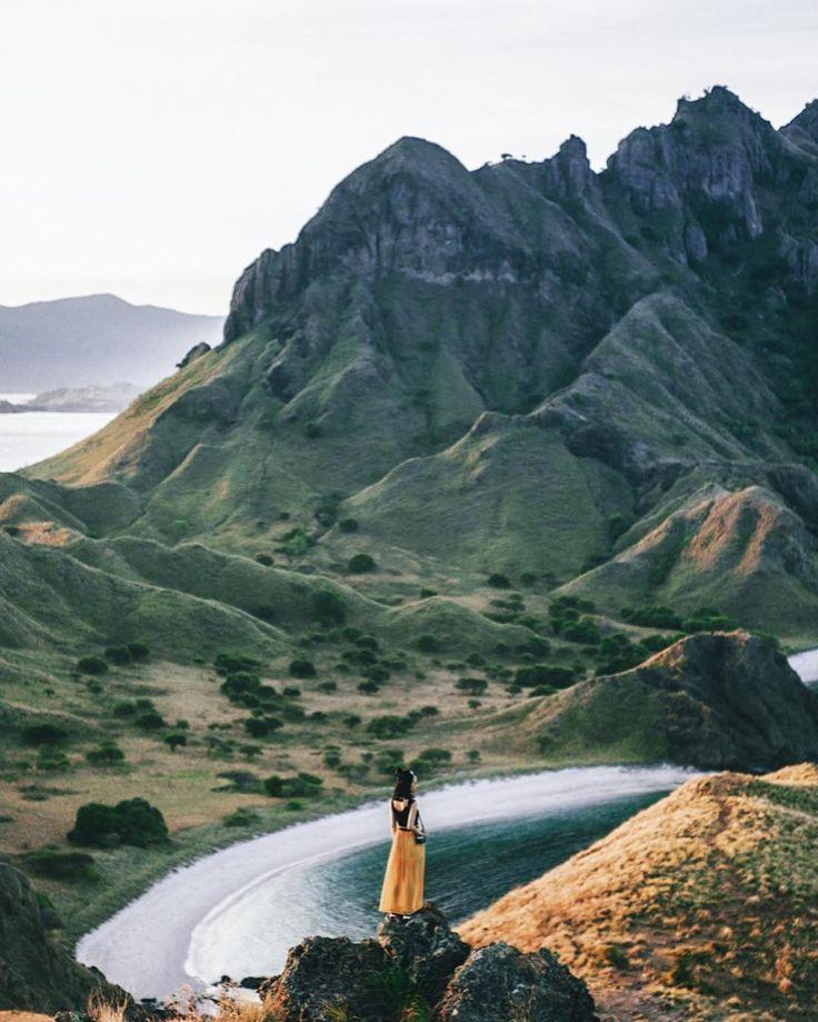 Siapa yang tak kenal dengan Pulau Padar? Birunya langit laut padang rumput keemasan di musim kemarau dan megahnya lanskap pulau ini menjadi perpaduan yang lengkap untuk menjadi destinasi wajib ketika mengunjungi Taman Nasional Komodo. . Jangan lupa untuk mengikuti Lomba Foto Astra 2017 sebelum 31 Desember 2017.  1. Kunjungi website lombafotoastra.satu-indonesia.com  2. Baca dan pahami syarat dan ketentuan keikutsertaan lomba  3. Daftarkan diri kamu sebagai peserta  4. Kirim kreasi foto…