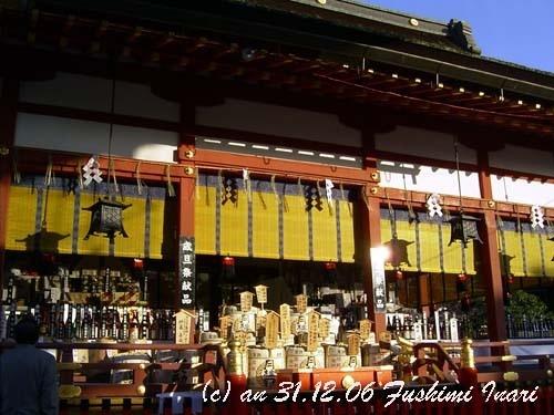 New Year offerings at Fushimi Inari shrine (photo AN)