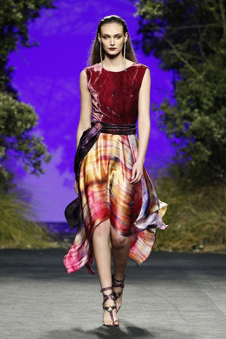 Vestido midi multicolor Cuerpo terciopelo y falda seda multicolor