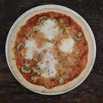 Pizza ai funghi champignon - http://www.nonsolopiccante.it/2013/06/28/pizza-ai-funghi-champignon/