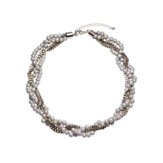 Набор украшений «Морозное серебро» Элегантное плетеное ожерелье серебристого цвета и серьги-гвоздики с морозно-серебристыми жемчужинами.