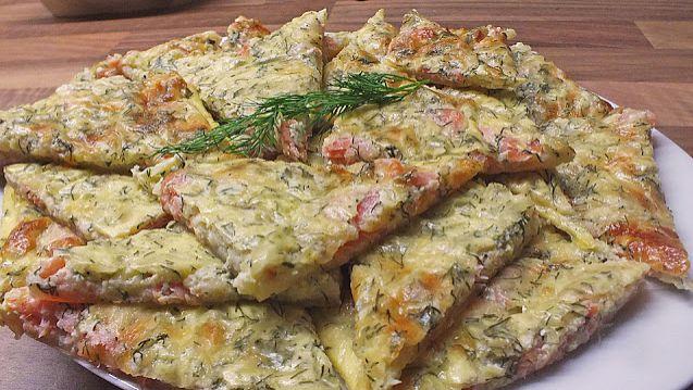 Zutaten 2 Pck. Blätterteig 400 g Lachs, geräucherter 4 Ei(er), (gr. M) 400 g Käse, gerapelter (ich nehme am liebsten Gruyere) etwas Pfeffer, frisch gemahlener (weiß) etwas Meersalz etwas Muskat, (frisch gerieben) 1/2 Bund...