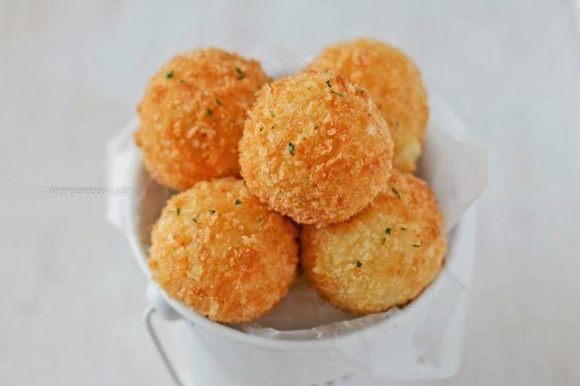 Τραγανές πατατοκροκέτες με τυρί και μπέικον έτοιμες σε λίγα λεπτά! - Daddy-Cool.gr