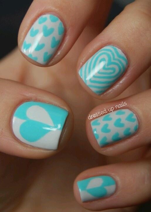 Paars met blauwe nagels